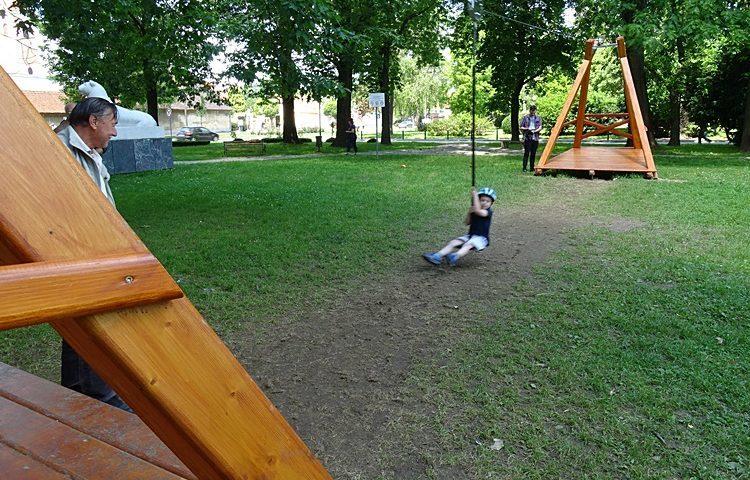 Djeca u Varaždinu na korištenje dobili žičaru dugu 20 metara -preseljena je iz jednog kvarta u drugi jer je smetala pojedinim građanima