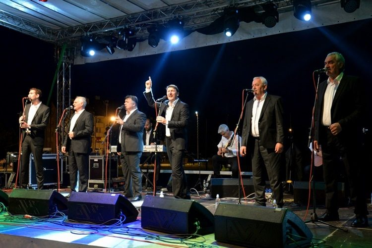 FOTO: 'Antunovo v Marofu' – Za završetak prvog dana odličan koncert Tomislava Bralića i Klape Intrade