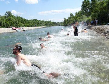 """FOTO """"Drava jump"""" na Cirkovečkoj – hrabrim skakačima nije smetala ni hladna voda"""