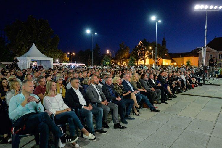 Doznajte koji je događaj sinoć u Varaždinu okupio čitavu političku elitu na jednom mjestu! Stričak, Čačić, Čehok……. svi su stigli