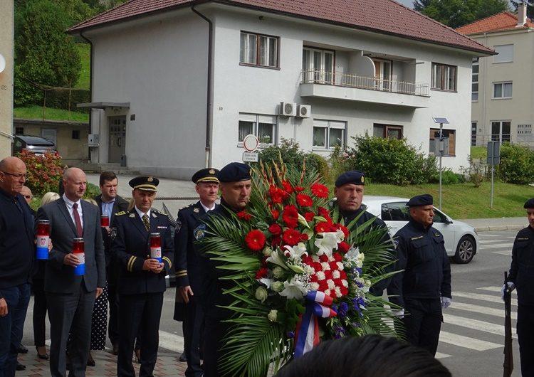 DAN POLICIJE: Položeni vijenci i zapaljene svijeće za šest poginulih zagorskih policajaca u domovinskom ratu