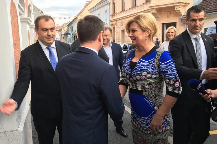 """Predsjednica Grabar Kitarović Festivalu kajkavskih popevki dodijelila Povelju RH: """"Kroz ovaj festival živi draga, domaća rieč"""""""