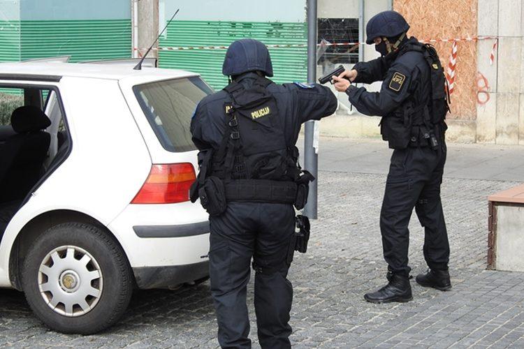 Da spasi sebe od policije prijetio da će nauditi vlastitom djetetu