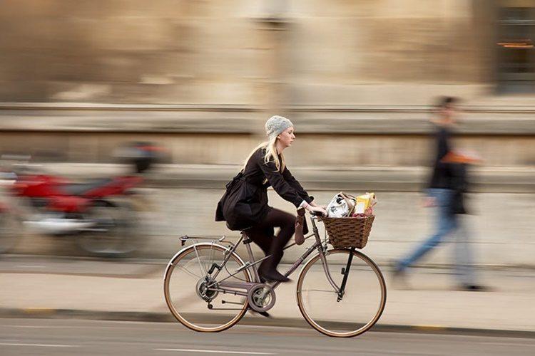 OPREZ Vozite torbicu u košarici na biciklu? Nakon ovog više nećete