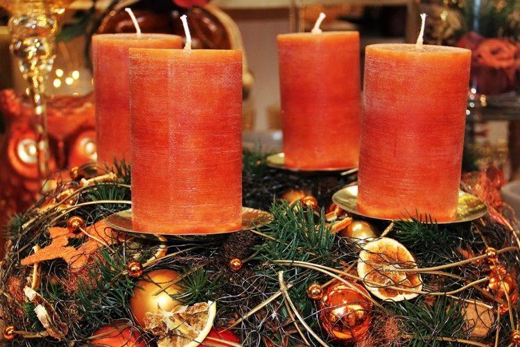 JESTE LI ZNALI? Adventski vijenac nekada je imao 24 svijeće – doznajte što znače današnje četiri