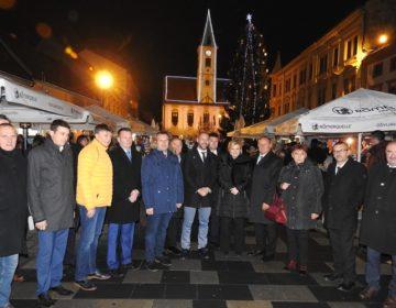 Predsjednica Kolinda u Varaždinu: Posjetila Sveučilište Sjever i obišla Advent, a za kraj otišla na božićno druženje u Arenu