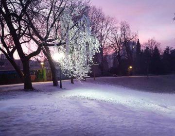 ZIMSKE RADOSTI U ČAKOVCU Novi snijeg na sanjkalištu u Perivoju Zrinskih