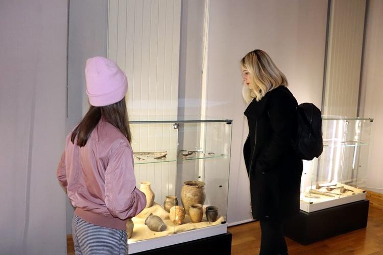 """U Galeriji Koprivnica otvorena izložba """"Avari i Slaveni sjeverno od Dunava"""""""