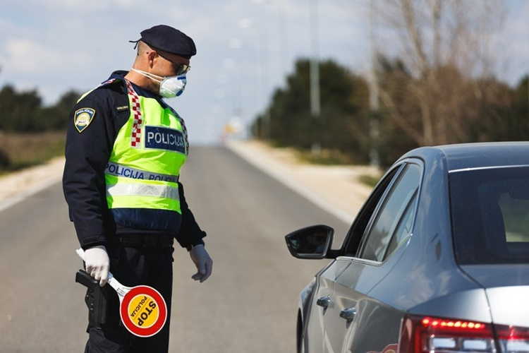 """VOZIO POD ZABRANOM PA """"NALETIO"""" POLICIJI Zaradio visoku novčanu kaznu i još jednu zabranu upravljanja"""