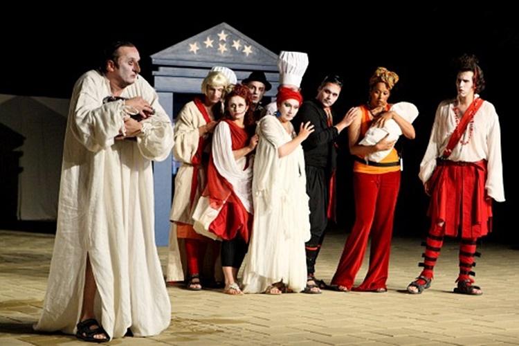 #ostanidoma: Predstave iz naslonjača: Nasmijte se uz urnebesnu komediju varaždinskog HNK