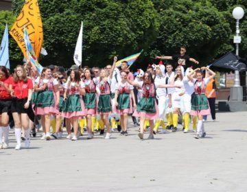 FOTO: Tradicionalnom povorkom, koprivnički maturanti slave završetak srednjoškolskog školovanja