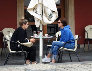 OTVORENI KAFIĆI Varaždinci na terasama ispijali prve kave nakon gotovo dva mjeseca