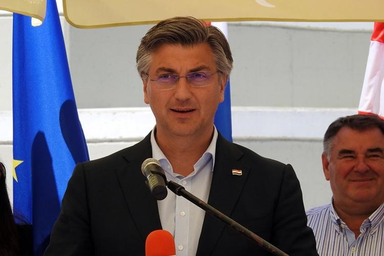 OBRAĐENO POLA BIRAČKIH MJESTA – HDZ uvjerljivo vodi, mandat i HNS-u i Reformistima