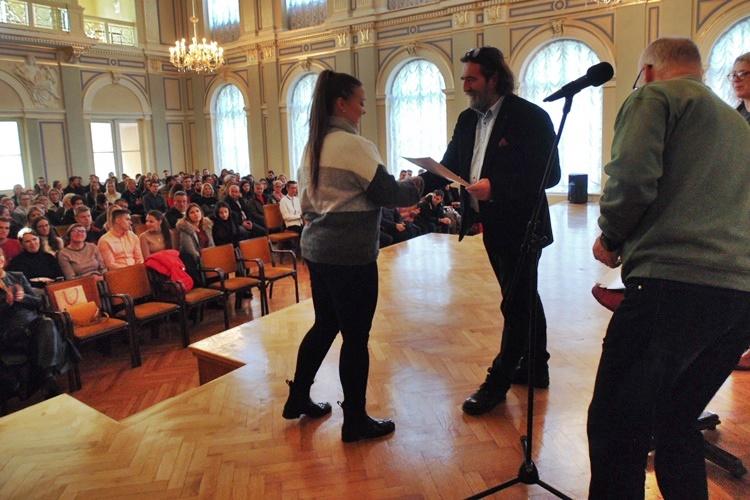 JAVNO SAVJETOVANJE Mijenja se Odluka o stipendiranju učenika i studenata grada Varaždina