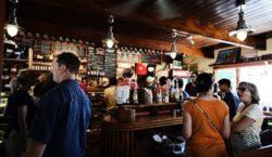 Nacionalni stožer preporučuje ugostiteljima: Stišajte glazbu u kafićima!
