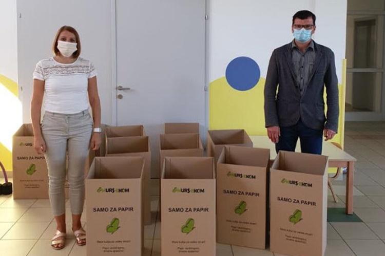 """Brinimo o okolišu zajedno – Osnovnoj školi i dječjem vrtiću """"Maslačak"""" podijeljene kutije za odlaganje papira"""