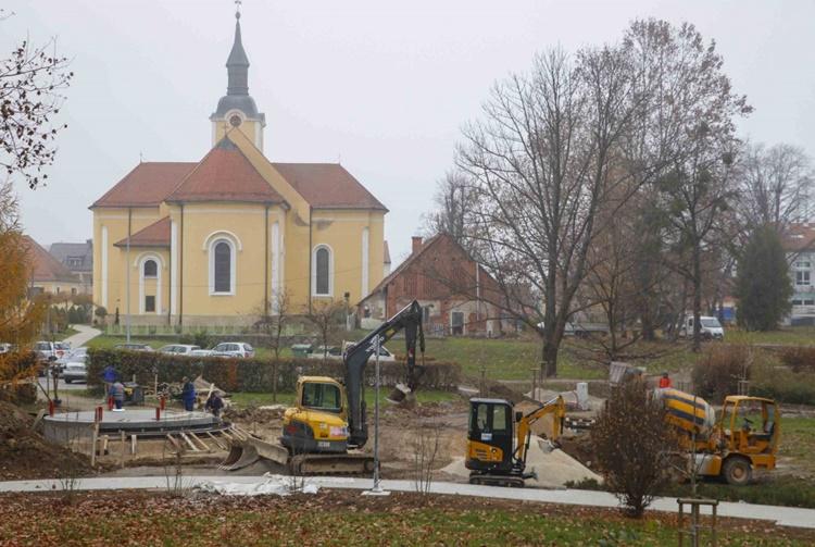 U gradskom parku Ivanec u tijeku gradnja novog paviljona