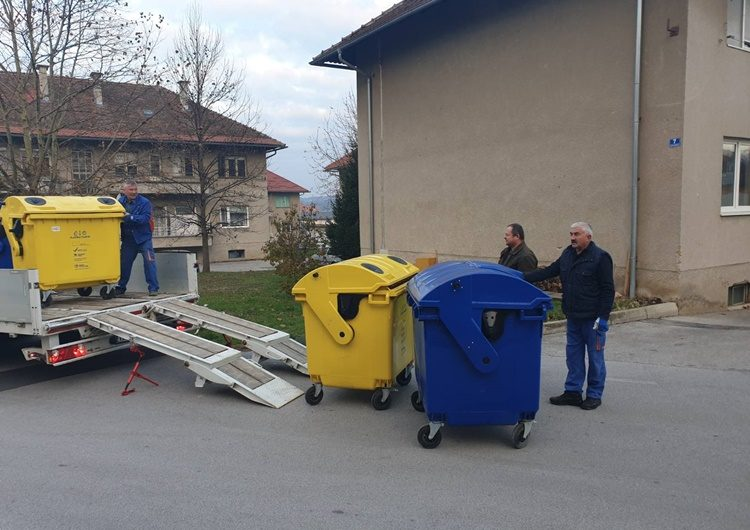 Stambene zgrade u Lepoglavi dobile spremnike za odlaganje plastike i papira