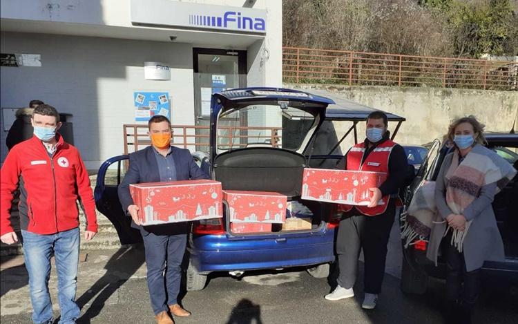 Predsjedništvo HNS-a gradi društvo jednakosti: donirali poklon pakete Gradskom Crvenom križu