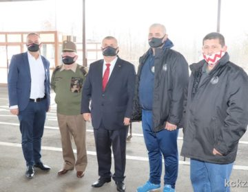 """FOTO: Uz poruku """"Brat s bratom, Hrvat s Mađarom"""" mađarski veterani uručili donaciju za Sisačko-moslavačku županiju"""