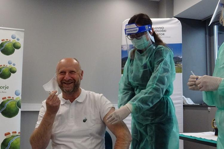 Župan Kolar primio prvu dozu cjepiva i poručio: Pobjede nad koronom nema bez cijepljenja!