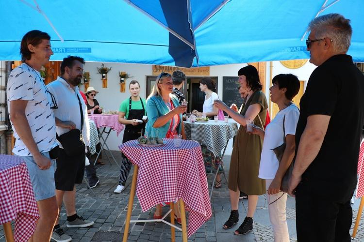 FOTO: Ekipa produkcije 'Dobar film' okupila se u Smuteku na Gradskoj tržnici u Koprivnici