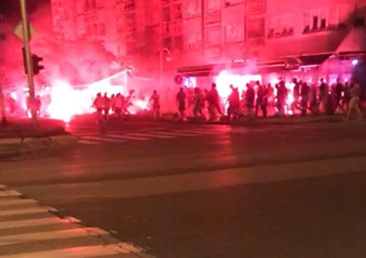 """VIDEO SA ZAGREBAČKIH ULICA: Kako se navijači """"pripremaju"""" za sutrašnju utakmicu? Čuju se sirene, pale se baklje, u rukama se drže palice!!!"""