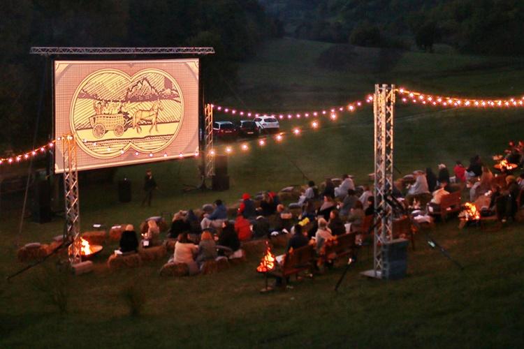 Dašak Hollywooda na obroncima Plešivice – uživancija uz najiščekivaniji film godine, pečene kestene i portugizac
